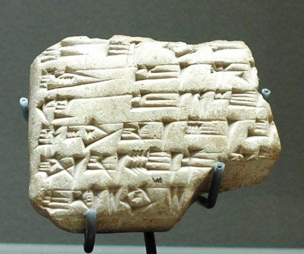Una de las miles de tablillas cuneiformes halladas en los archivos de Mari