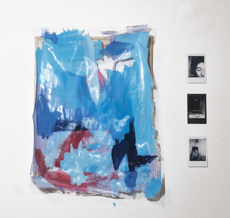 8. Lágrimas, incertidumbre y desolación. El vaivén azul, 45x37 cm. Fotografías instantáneas y esmalte y óleo sobre plástico, 2018.